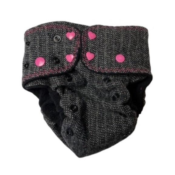 Grå eleganse med rosa knapper - Sperrelag av ull - OS - Care Aware front